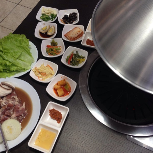 Снимок сделан в Korean BBQ гриль пользователем Jane S. 3/6/2016
