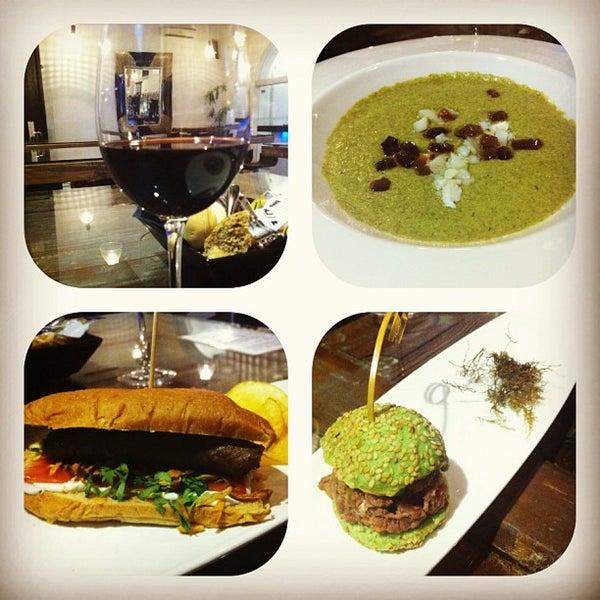 Foto tomada en Restaurante El Espejo por Delikat E. el 8/2/2013