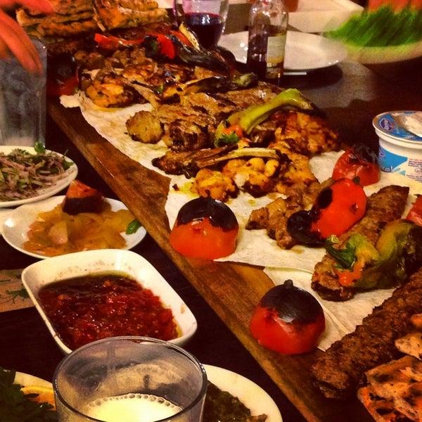 9/8/2013 tarihinde Volkan İ.ziyaretçi tarafından Adanalı Yusuf Usta'de çekilen fotoğraf