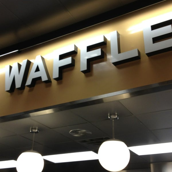 Photo taken at Waffle House by Mark P. on 3/3/2013
