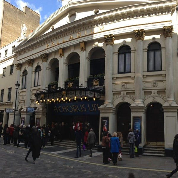 Foto scattata a The London Palladium da Laurent D. il 4/6/2013