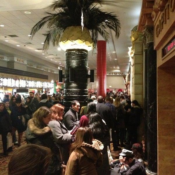 Снимок сделан в AMC Loews Lincoln Square 13 пользователем Jackie S. 12/26/2012