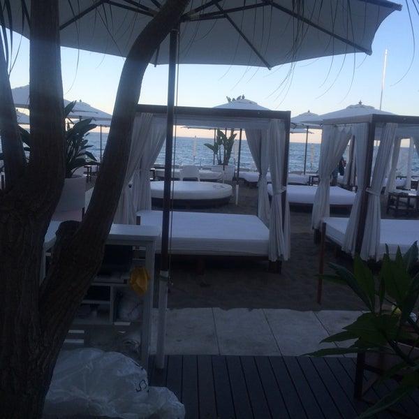 Foto tomada en Playa Miguel Beach Club por Stephan V. el 8/2/2014