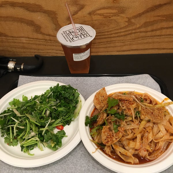 Foto tirada no(a) Xi'an Famous Foods por Leslie L. em 9/6/2017