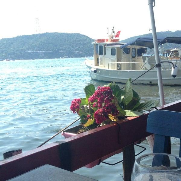 7/6/2013 tarihinde esra n.ziyaretçi tarafından Çapari Restaurant'de çekilen fotoğraf