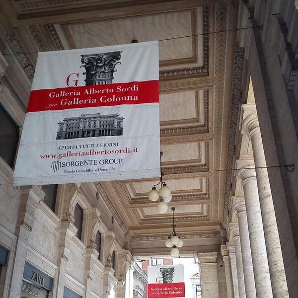 Foto scattata a Galleria Alberto Sordi da Andrea Omkar L. il 11/14/2013