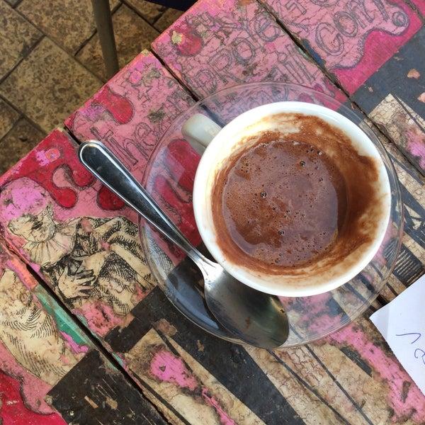 12/27/2014 tarihinde Jasmin Y.ziyaretçi tarafından Café con Libros'de çekilen fotoğraf