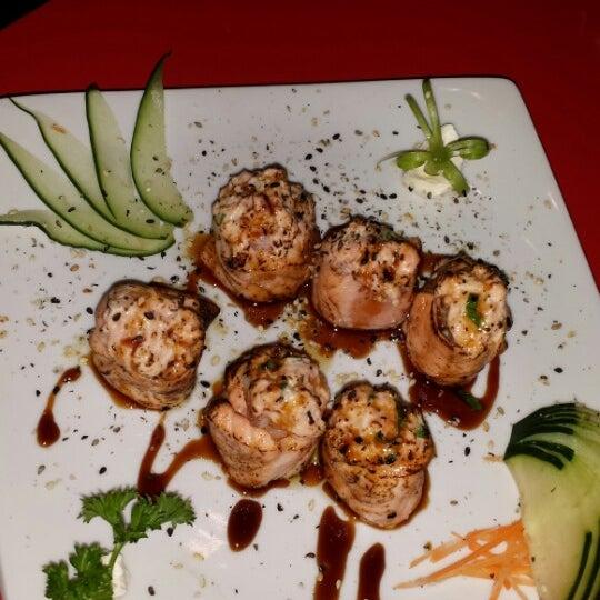 Foto tirada no(a) Sociedade do Sushi por Kika D. em 7/7/2014