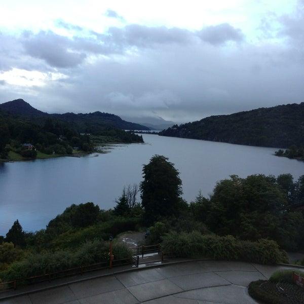 Foto tomada en Llao Llao Hotel & Resort por Zach K. el 12/21/2012
