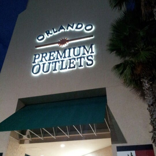 Photo taken at Orlando Vineland Premium Outlets by Luis G. on 9/14/2012