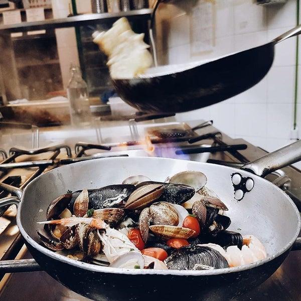 Foto scattata a Cucineria La Mattonaia da Yext Y. il 8/1/2017