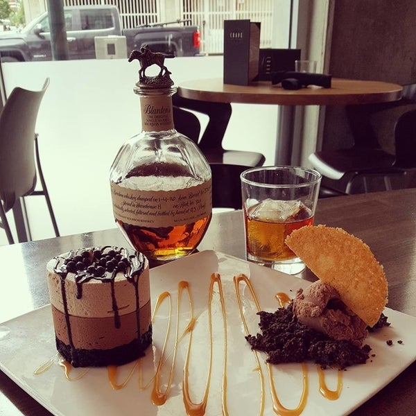Photo taken at Crave Dessert Bar & Lounge by Yext Y. on 7/11/2016