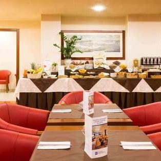 Foto scattata a Best Western Hotel Admiral da Yext Y. il 7/25/2017