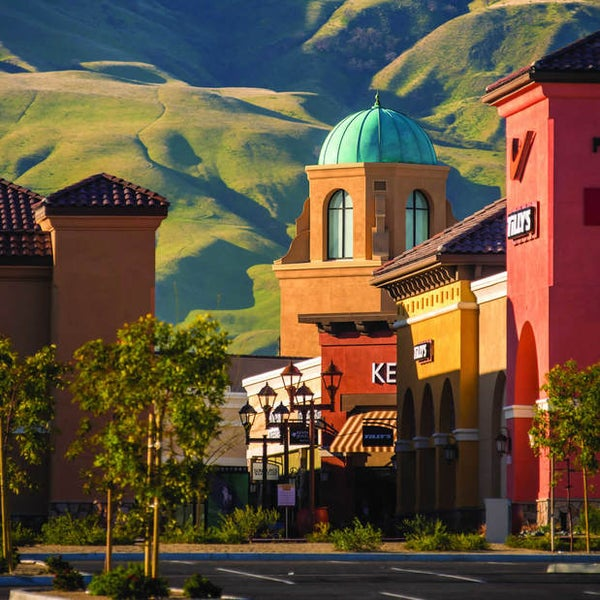 The Outlets at Tejon is California's new brand in outlet shopping, offering impressive savings of up to 65% at more than 70 designer and brand-name stores.7/10().