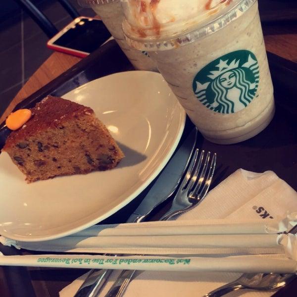 Снимок сделан в Starbucks пользователем Solmaz P. 7/8/2016