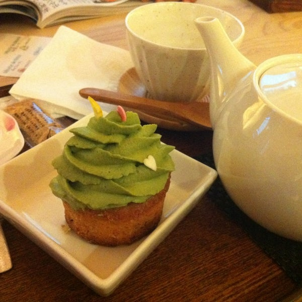 Super nice staff!! Yummy green tea cupcakes and trendy japanese tea house. A must. #barcelona