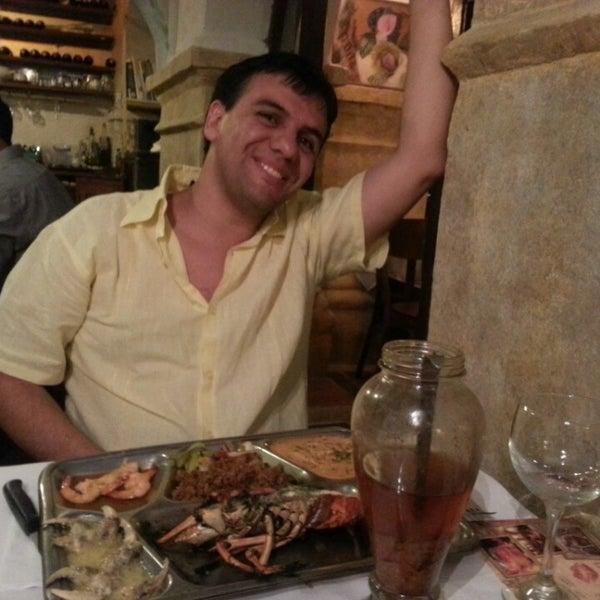 Foto tomada en Donde Olano Restaurante por Andrea G. el 6/28/2013