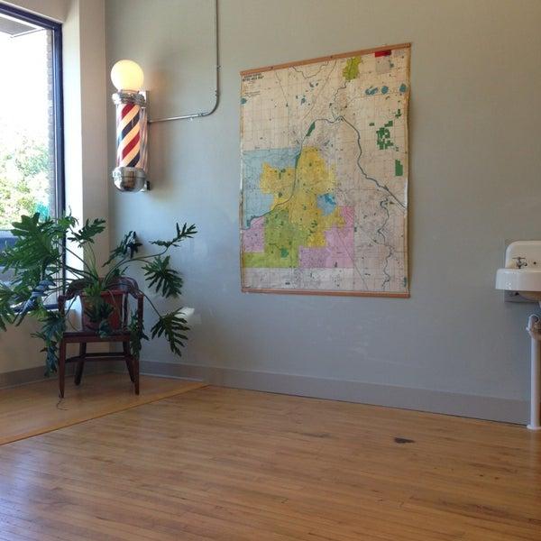 7/12/2013 tarihinde Santiago G.ziyaretçi tarafından Foremost Barbershop'de çekilen fotoğraf