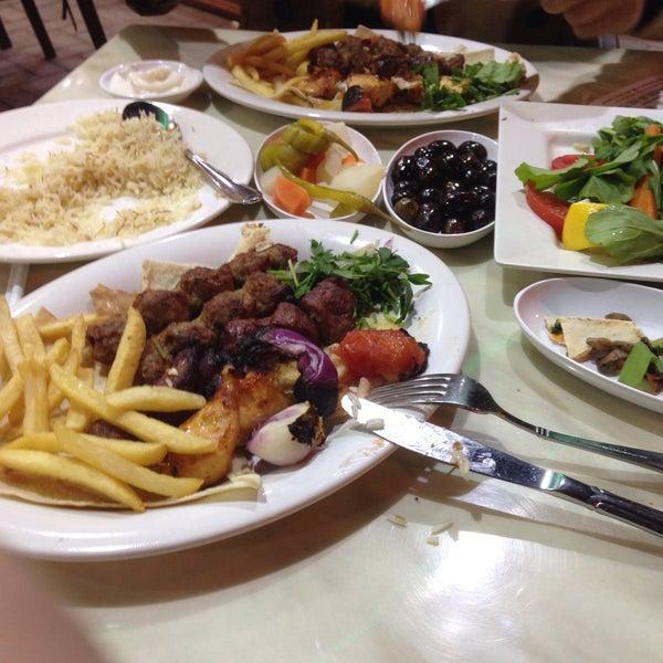 Foto tirada no(a) Jabal Lebnan Restaurant por Murat O. em 2/