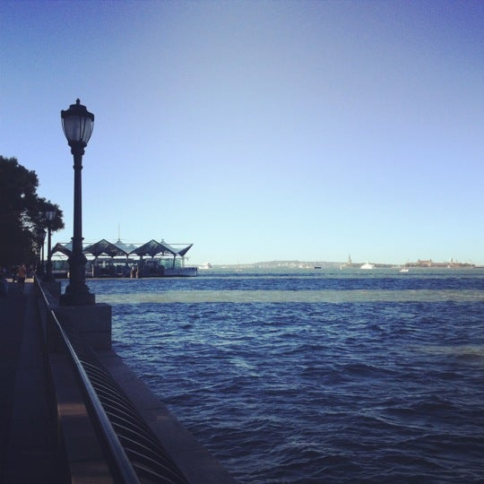 Foto tirada no(a) Battery Park City Esplanade por Alex K. em 9/15/2012