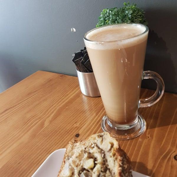 4/17/2018 tarihinde Defne J.ziyaretçi tarafından Ruudo Coffee & Bakery'de çekilen fotoğraf