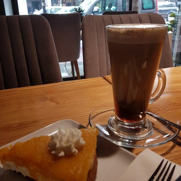 4/11/2018 tarihinde Defne J.ziyaretçi tarafından Ruudo Coffee & Bakery'de çekilen fotoğraf