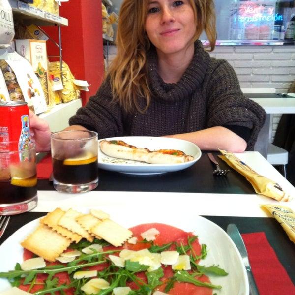 Carpaccio de buey con rúcula y queso parmesano