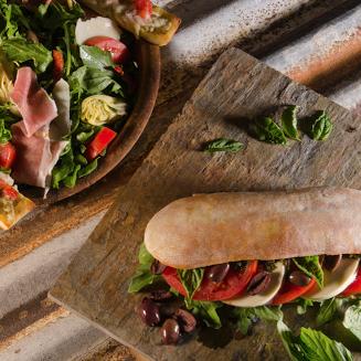 Foto tomada en Pizza Rustica por Pizza Rustica el 6/10/2014