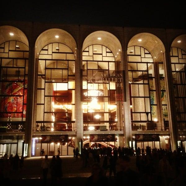6/19/2013にYang L.がLincoln Center for the Performing Artsで撮った写真