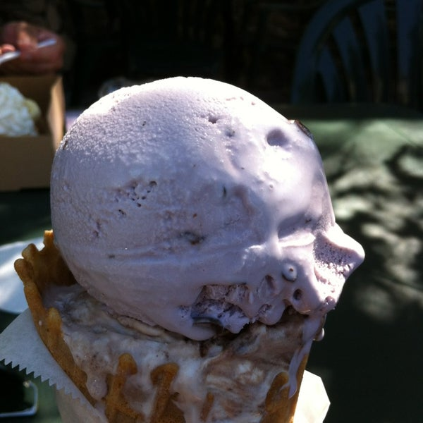 Photo taken at Gunther's Quality Ice Cream by Norman H. on 6/8/2013