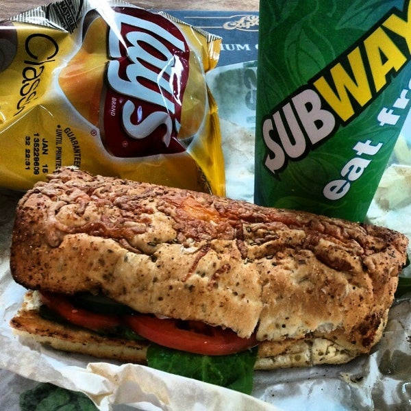 Photo taken at SUBWAY by Elio N. on 11/18/2012
