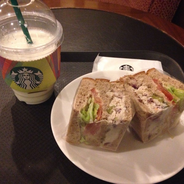 Photo taken at Starbucks by Hyunju K. on 4/29/2015
