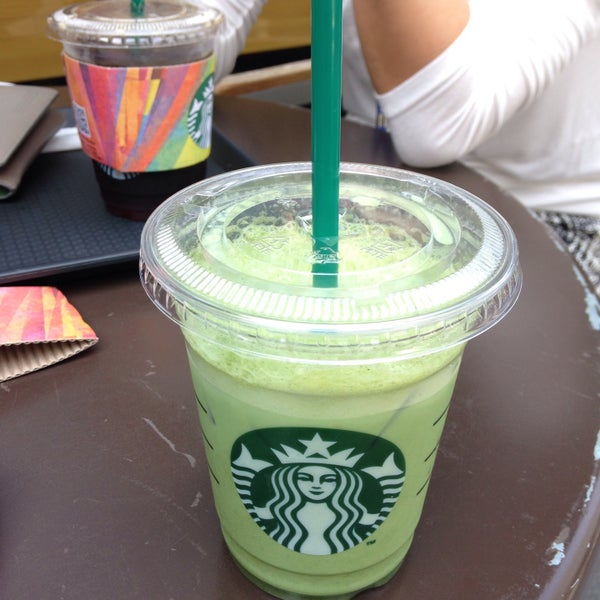Photo taken at Starbucks by Hyunju K. on 6/2/2015