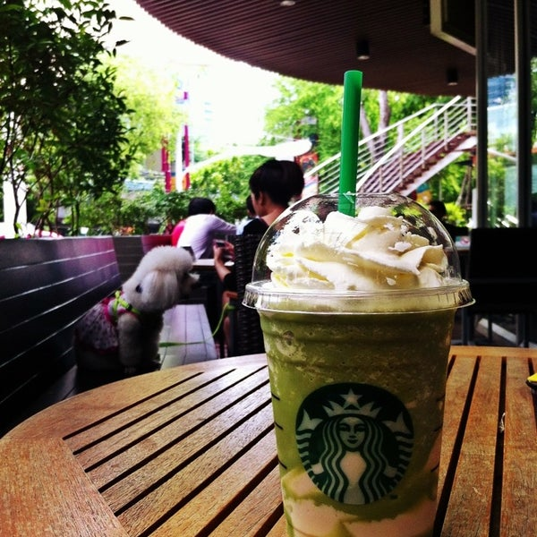Photo taken at Starbucks by 🌀PlaKlap🔆ng🌀 on 7/7/2013