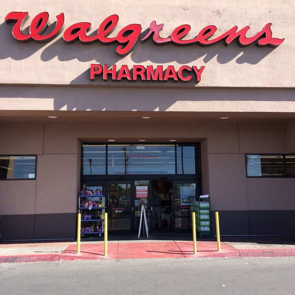 What Time Does Walgreen Pharmacy Open? What time does Walgreens pharmacy open in the morning? The stores open depending on the store location, although they are set to be more or less the same, occasionally with an hour or so difference. In most of the case, the working time starts at 9am from Monday to Friday.