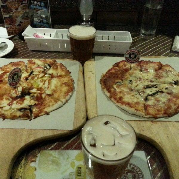 Photo taken at Pizzaiola by Hui E. on 7/30/2016