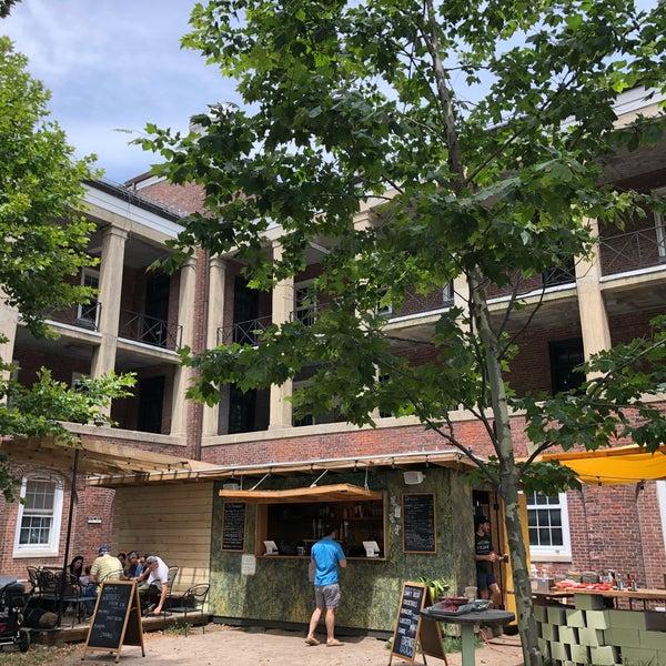 Das Foto wurde bei Governors Island Beer Co. von Leigh F. am 7/21/2018 aufgenommen