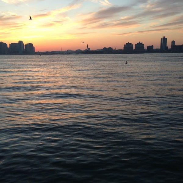 Das Foto wurde bei Hudson River Park von Leigh F. am 2/14/2013 aufgenommen