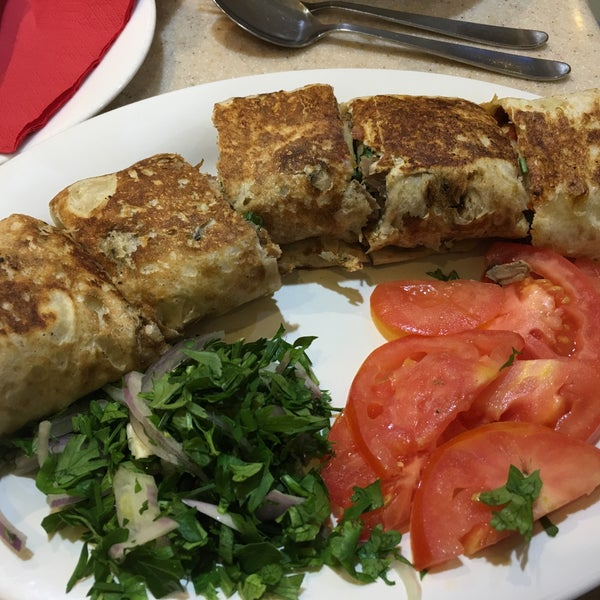 Foto tirada no(a) Jabal Lebnan Restaurant por Mohammad F. em 10/