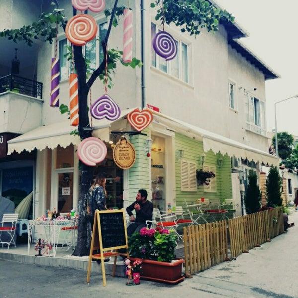 Foto diambil di Büyükada Şekercisi Candy Island Cafe Patisserie oleh Sevda Ç. pada 6/3/2015