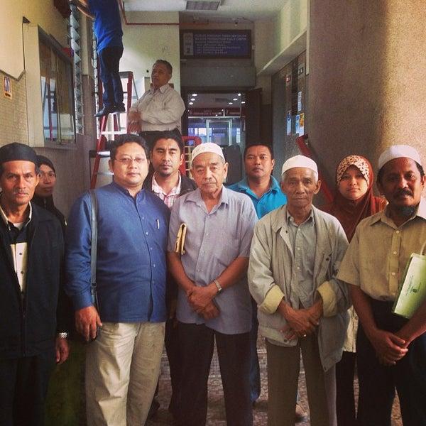 Foto diambil di Pejabat Tanah & Galian, Wilayah Persekutuan oleh Tian C. pada 10/29/2013