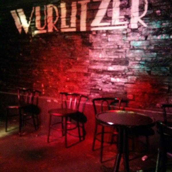 Foto tomada en Wurlitzer Ballroom por Paula R. el 8/10/2014