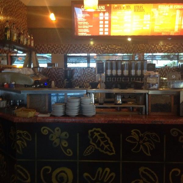 Foto tomada en Rico's Café Zona Dorada por Jessica A. el 7/18/2014