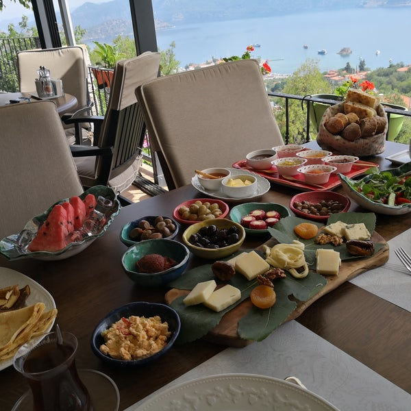 Foto scattata a Swan Lake Boutique Hotel & Restaurant da Aslı S. il 6/9/2018