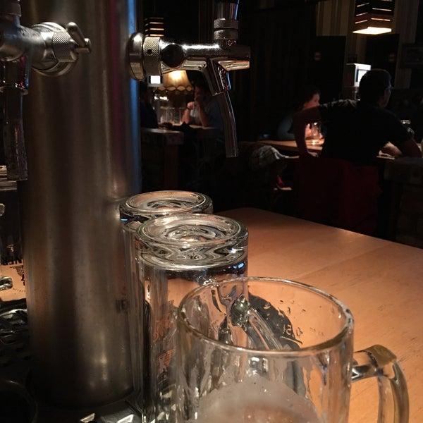 Das Foto wurde bei The Pub Berlin von Kerstin am 10/27/2017 aufgenommen