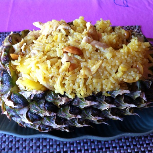 Снимок сделан в Tanta's Thai Restaurant пользователем Tri B. 2/3/2014