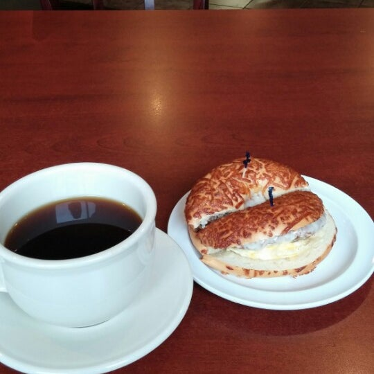 The best coffee in St. Charles with awesome breakfast sammiches. Simply, the best!