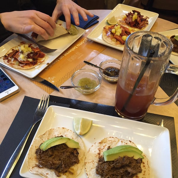 Buenisima la michelada y los tacos de chilorio