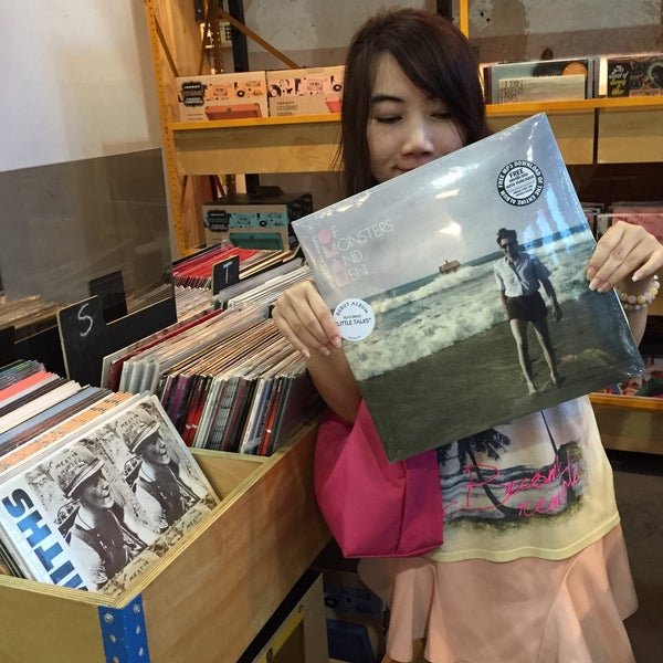 Photo taken at Urban Outfitters by Tidarat S. on 4/9/2015