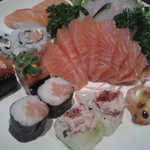 รูปภาพถ่ายที่ Saikou Sushi โดย Gabrielle I. เมื่อ 7/15/2014
